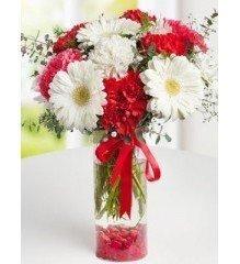 Camda Taze Çiçekler